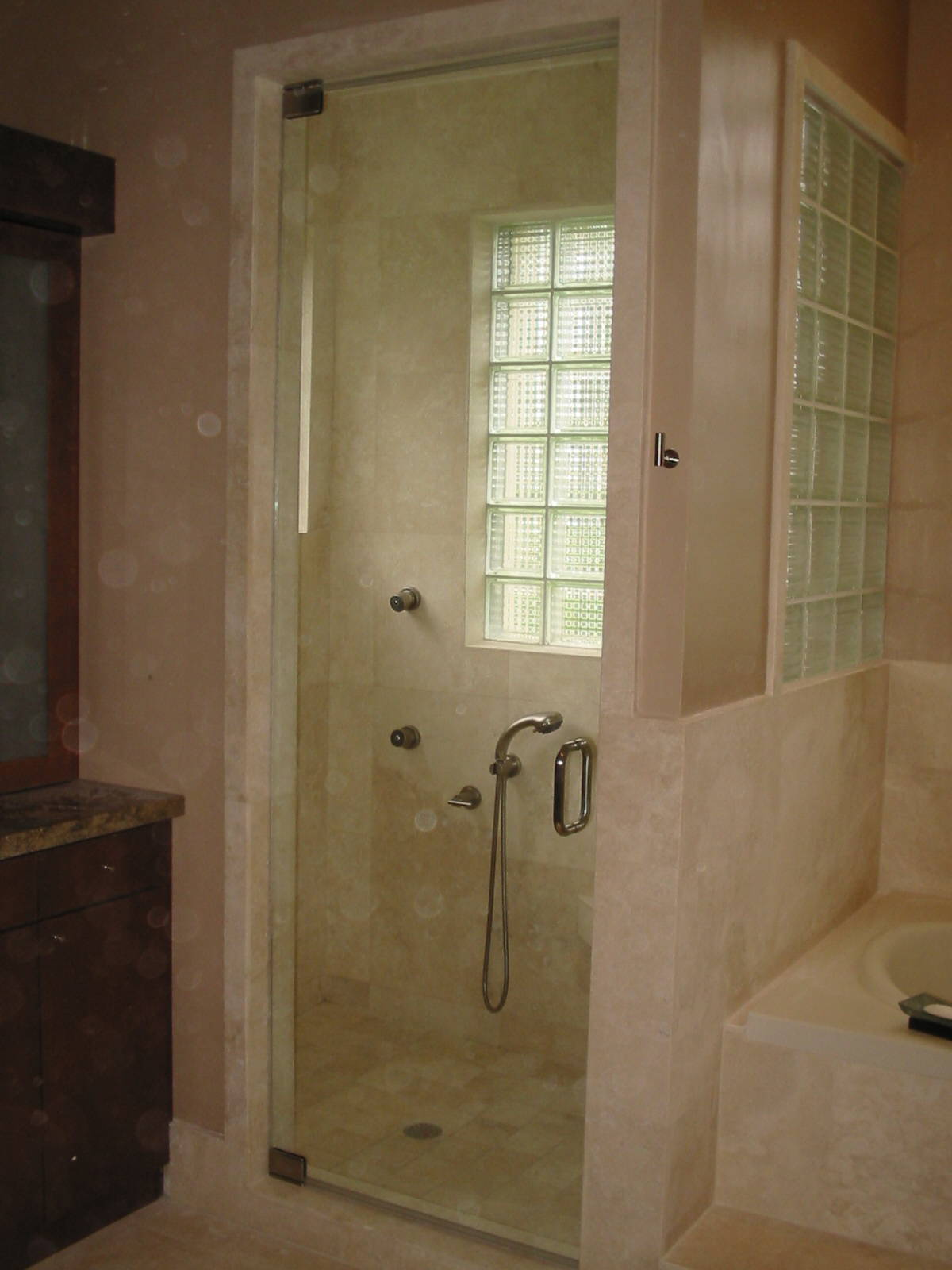Frameless pivot shower door